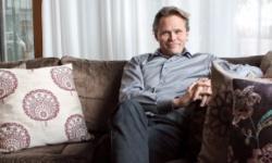 Mikael Genberg vill sätta ett rött hus på månen